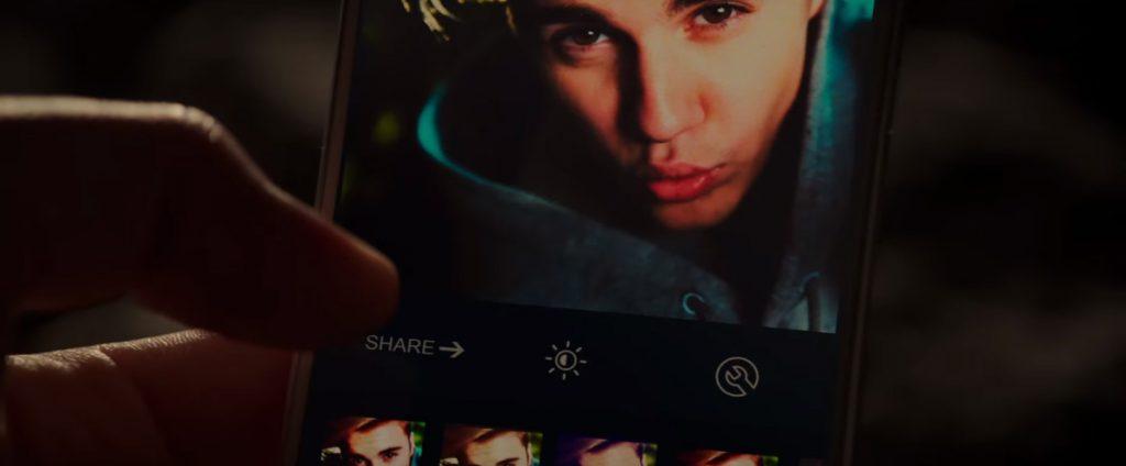 Justin Bieber's phone in Zoolander 2 (2016)