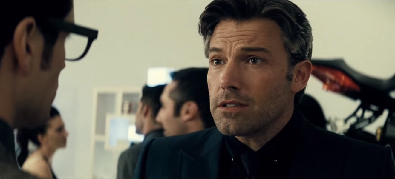 Collar pin Ben Affleck in Batman v Superman: Dawn of Justice (2016)