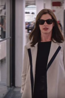 Sunglasses Anne Hathaway in The Intern (2015)