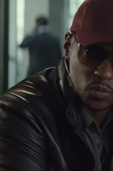 Maroon baseball cap Anthony Mackie in Captain America: Civil War (2016)