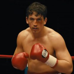 Cleto Reyes boxing gloves Miles Teller in Bleed for This (2016)