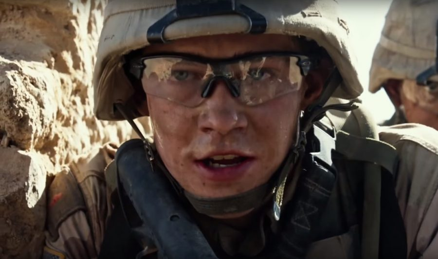 Glasses Joe Alwyn in Billy Lynn's Long Halftime Walk (2016)