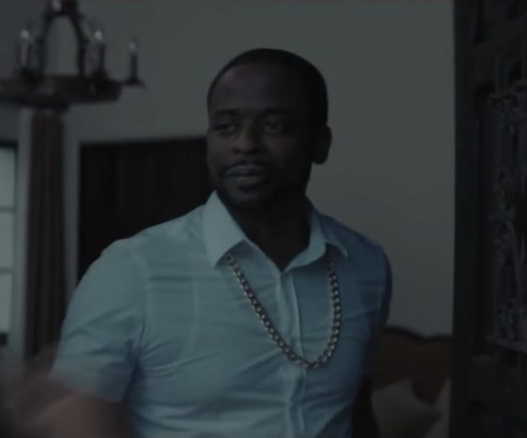 Dulé Hill's chain necklace in Sleight (2016)