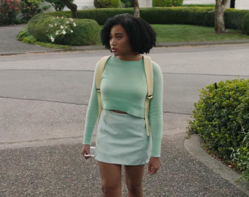 Cropped sweater Amandla Stenberg in Everything, Everything (2017)