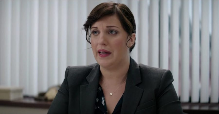 Initial pendant necklace Allison Tolman in The House (2017)