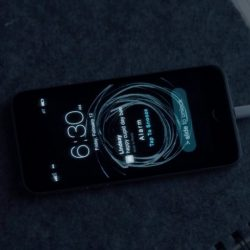 Zoey Deutch's iPhone in Before I Fall (2017)