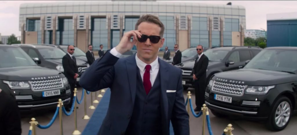 Sunglasses Ryan Reynolds in The Hitman's Bodyguard (2017)