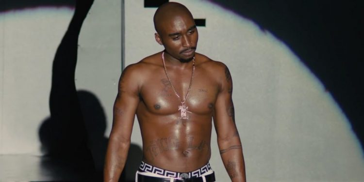 Tupac Shakur's necklace in All Eyez on Me (2017)