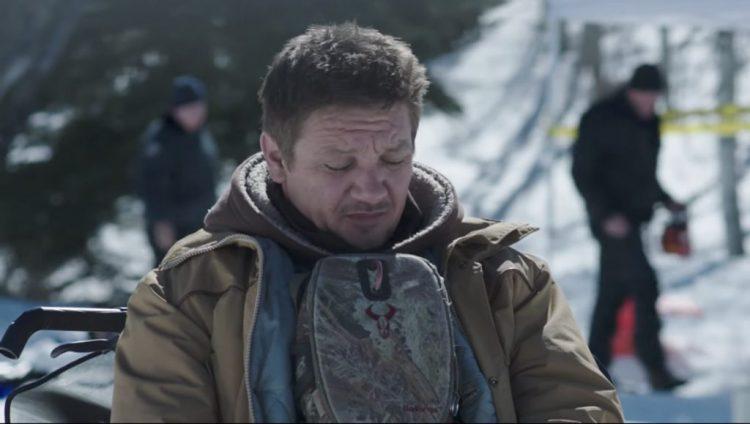 Badlands binocular case Jeremy Renner in Wind River (2017)