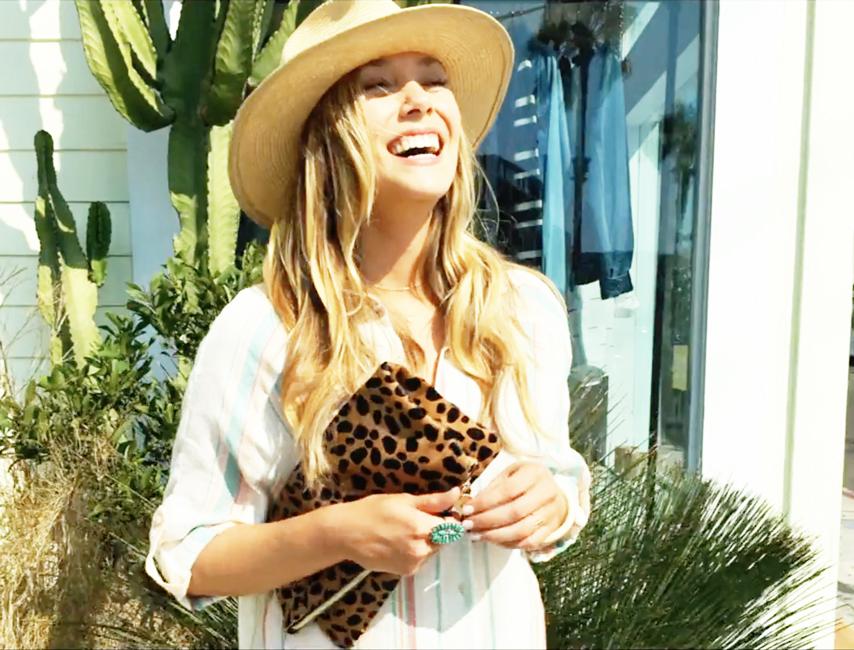Elizabeth Olsen's leopard print clutch in Ingrid Goes West (2017)