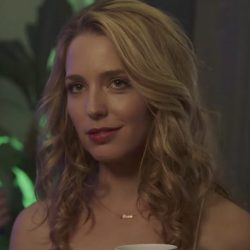 Gold name necklace Jessica Rothe in Happy Death Day (2017)