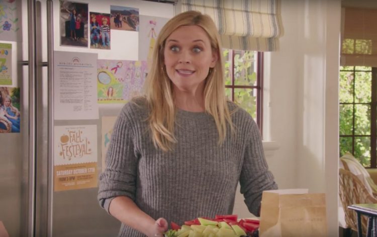 Grey pullover Reese Witherspoon in Home Again (2017)