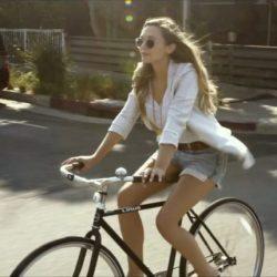 Linus bike Elizabeth Olsen in Ingrid Goes West (2017)-1