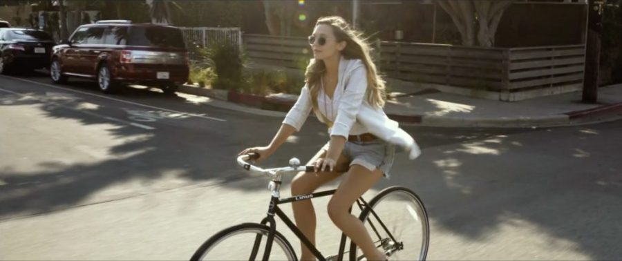 Linus bike Elizabeth Olsen in Ingrid Goes West (2017)-1