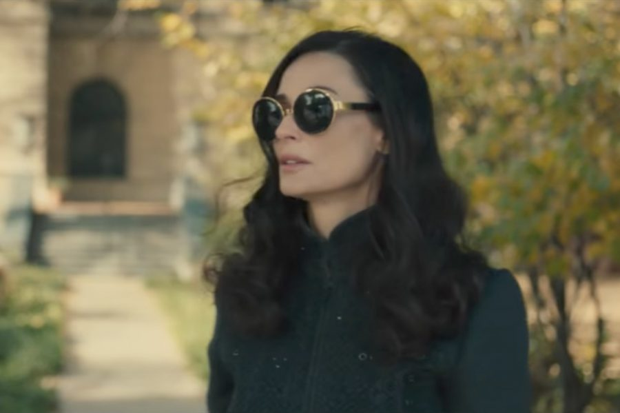 Oversized round sunglasses Demi Moore in Blind (2017)