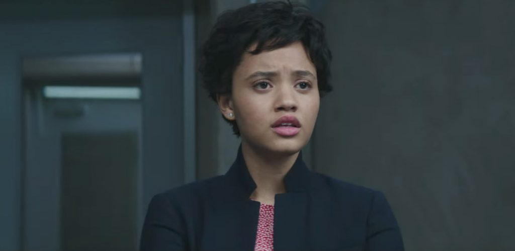 Pearl stud earrings Kiersey Clemons in Flatliners (2017)