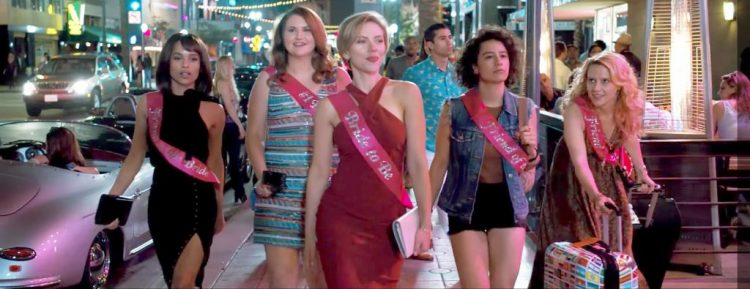 Red evening dress Scarlett Johansson in Rough Night (2017)