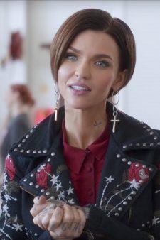Cross drop earrings Ruby Rose in Pitch Perfect 3 (2017)