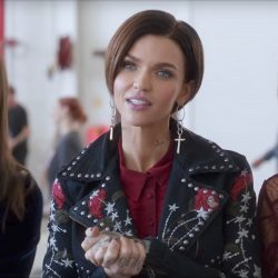 Cross drop earrings Ruby Rose in Pitch Perfect 3 (2017)