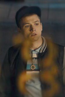 Pendant necklace Taron Egerton in Kingsman: The Golden Circle (2017)