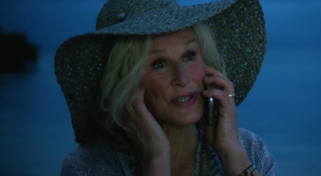 Straw hat Glenn Close in Father Figures (2017)