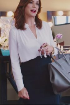 White draped long sleeve top Kate Walsh in Girls Trip (2017)