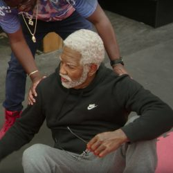 Black hooded Nike sweater Kyrie Irving in Uncle Drew (2018)