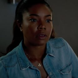Horseshoe pendant necklace Gabrielle Union in Breaking In (2018)
