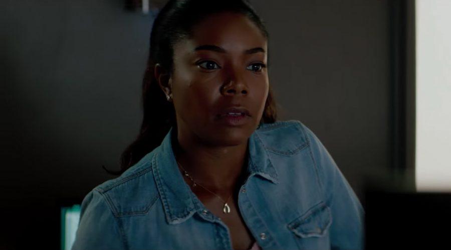 Horseshoe pendant necklace Gabrielle Union in Breaking In (2018)