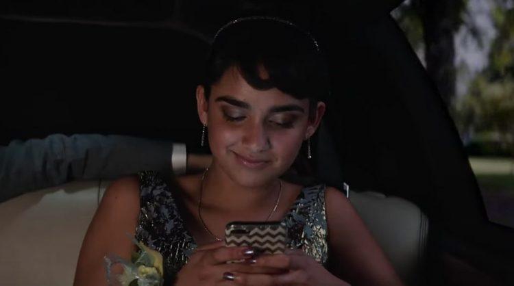 Zig zag iPhone case Geraldine Viswanathan in Blockers (2018)