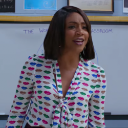 Lips print blouse Tiffany Haddish in Night School (2018)