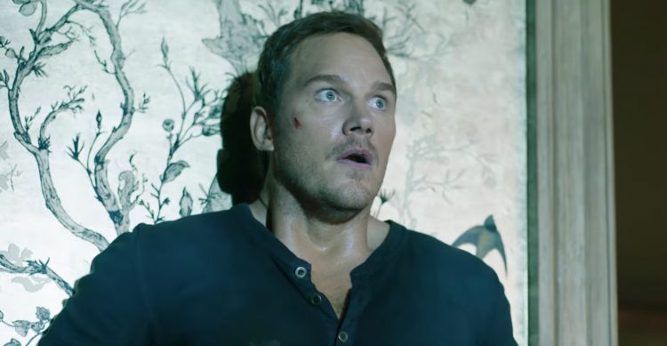 Blue henley shirt Chris Pratt in Jurassic World: Fallen Kingdom (2018)
