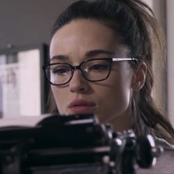 Glasses Crystal Reed in Ghostland (2018)