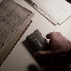 Audio recorder Liam Neeson in A Walk Among The Tombstones (2014)
