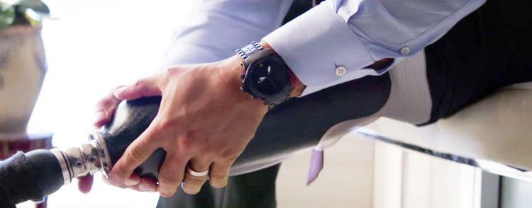 Black wristwatch Dwayne Johnson in Skyscraper (2018)