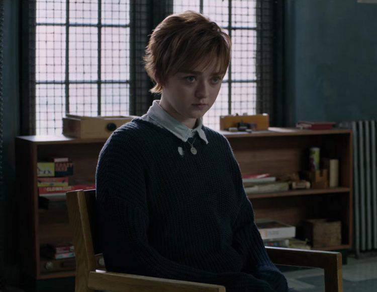 Dark blue sweater Maisie Williams in The New Mutants (2019)