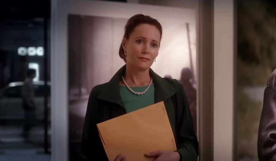 Graduated white pearl necklace Leslie Mann in Welcome to Marwen (2018)