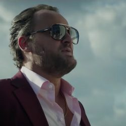 Sunglasses Jason Clarke in Serenity (2018)