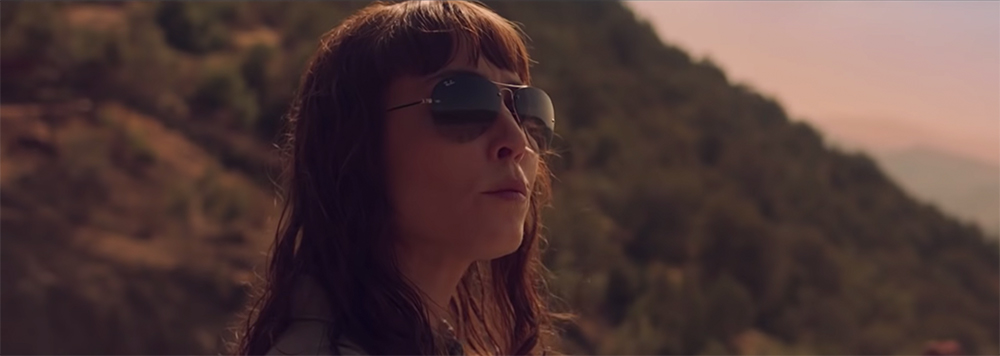 a796ed0c5c Aviator sunglasses Noomi Rapace in Close (2019)