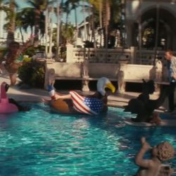 American Eagle Pool Float in The Beach Bum 2019
