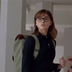 Backpack Natalia Dyer in Velvet Buzzsaw (2019)