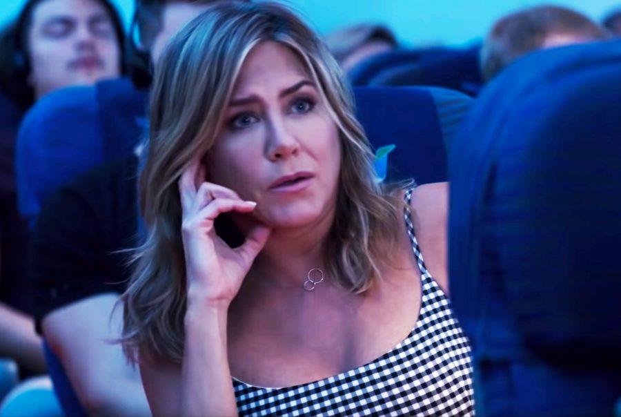 Interlocking rings pendant necklace Jennifer Aniston in Murder Mystery