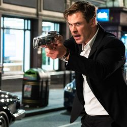 Wristwatch Chris Hemsworth in Men in Black: International (2019)