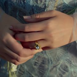 Floral engagement ring Princess Aurora in Maleficent: Mistress of Evil