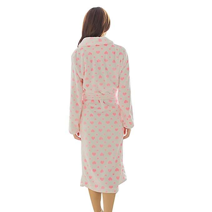 Heart print bathrobe Ingrid Oliver in Last Christmas