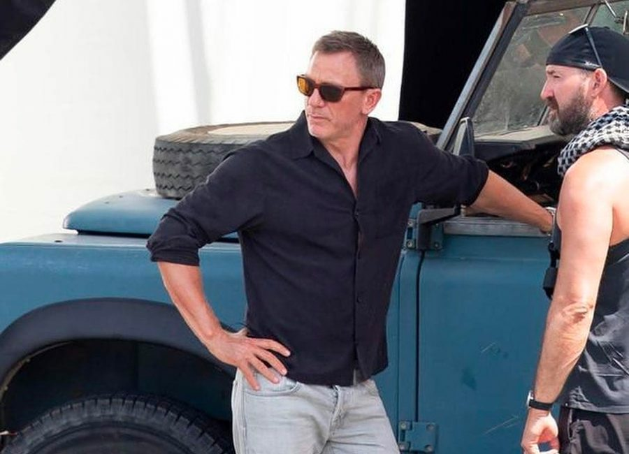 Black shirt Daniel Craig in No Time to Die