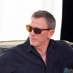 Brown sunglasses Daniel Craig in No Time to Die