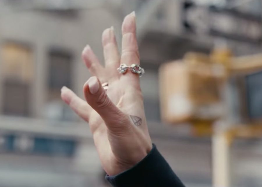 Chain Link Ring Jennifer Lopez in Hustlers Spot
