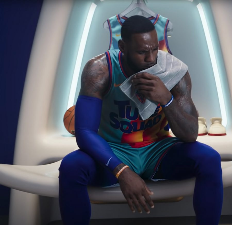 Nike shooter sleeve Lebron James in Space Jam-A New Legacy